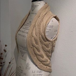 Arden B tan cable knit sleeveless fitted vest XS